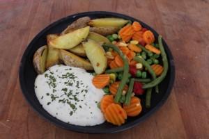 Kartoffelspalten mit Gemüse